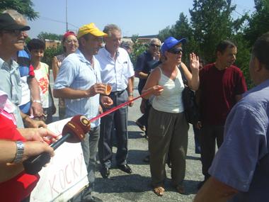 Стечајците отворија плажа во Куманово