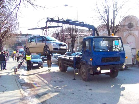 """За еден месец со """"пајак"""" подигнати 215 возила, блокатор ставен на 73"""