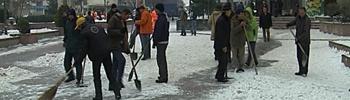 Центарот на градот очистен од снег и лед