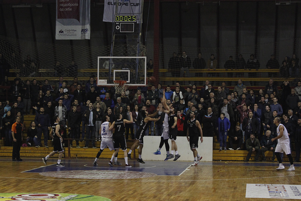 Пораз на кошаркарите и одбојкарките на Куманово