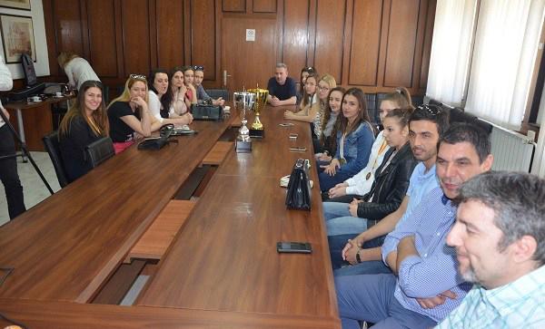 Градоначалникот Дамјановски ги прими одбојкарките на СВС Куманово