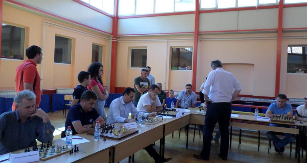 Кривопаланчани одиграа симултан шаховски натпревар со велемајсторот Кутиров