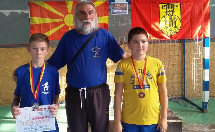 Сребрен и бронзен медал за кумановските пингпонгари