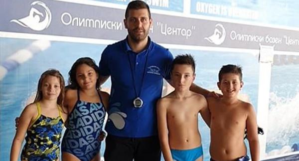 """Две медали за пливачите на """"Делфин"""""""
