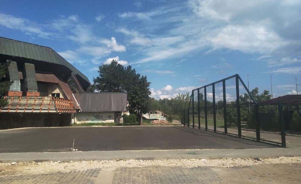 Привршува изградбата на современото кошаркарско игралиште во Куманово