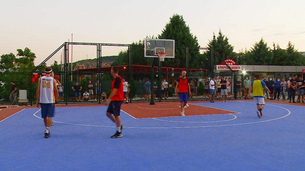 Пуштено во употреба новото баскет игралиште