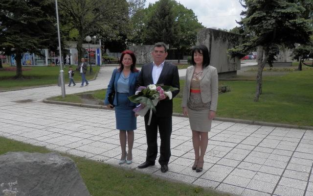 Дамјановски положи цвеќе на споменикот на Тито