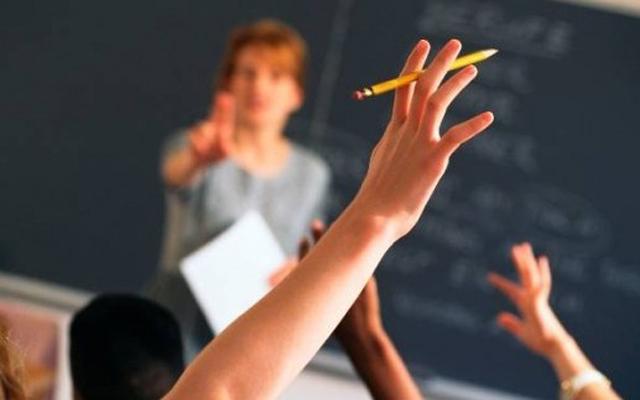 Речиси половини од наставниците за службени потреби користат сопствен лаптоп, а 85 отсто приватен мејл