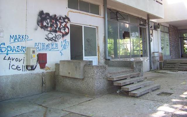 Се распаѓа пензионерскиот дом во Куманово