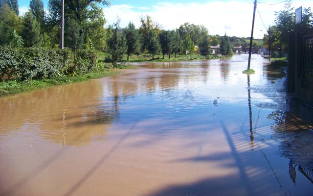 """Поплавен подрум во Сопот и двор на """"Октомвриска"""", повеќе села останаа без струја по синоќешното невреме"""