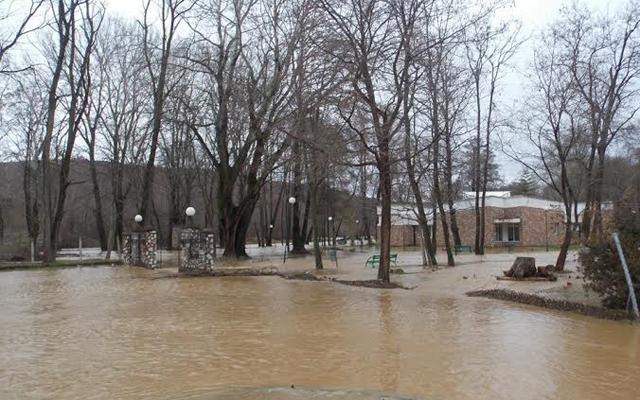 Надлежните претпријатија да спречат излевање на реките на критичните точки, побара Кризниот штаб