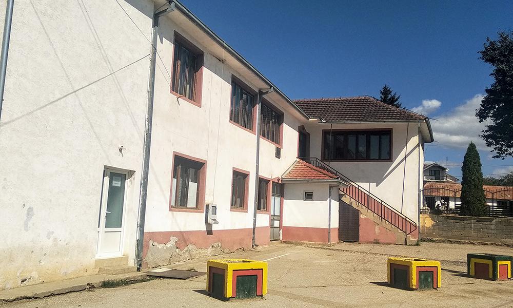 Две недели нема вода во училиштето во Режановце, се расипал хидрофорот