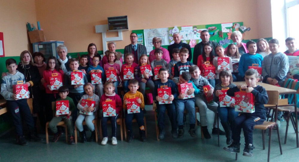 """Книги и подароци за учениците во училиштата """"Вук Караџиќ"""" и """"Браќа Рибар"""""""