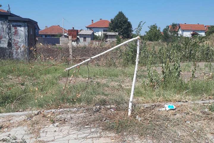 Искршени садници од спомен костурницата до населбата Карпош