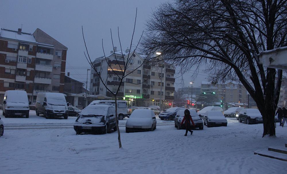 Препораки за возачите и пешаците за безбедност во сообраќајот во зима
