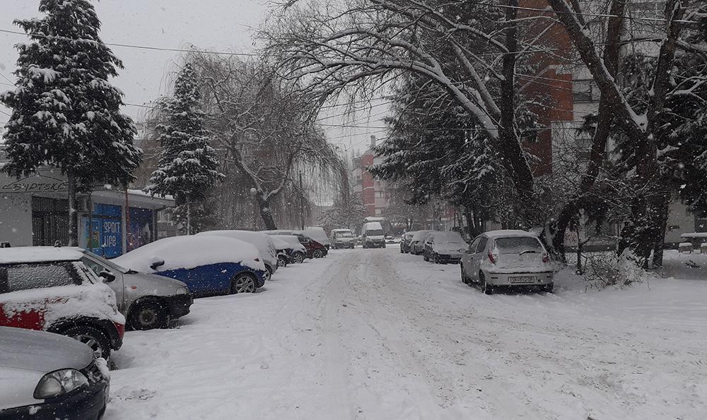 Граѓаните да ги отстранат возилата од улиците непречено да се чисти снегот