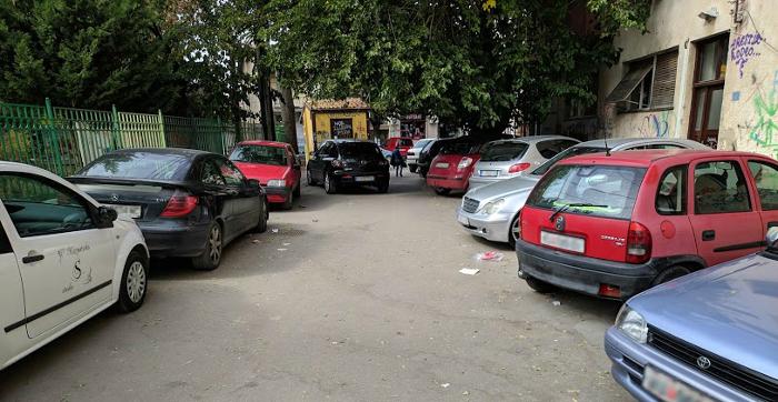 """""""Среќко Пужаљка"""" ја блокираат граѓани кои не сакаат да платат паркинг, обвинуваат жителите"""