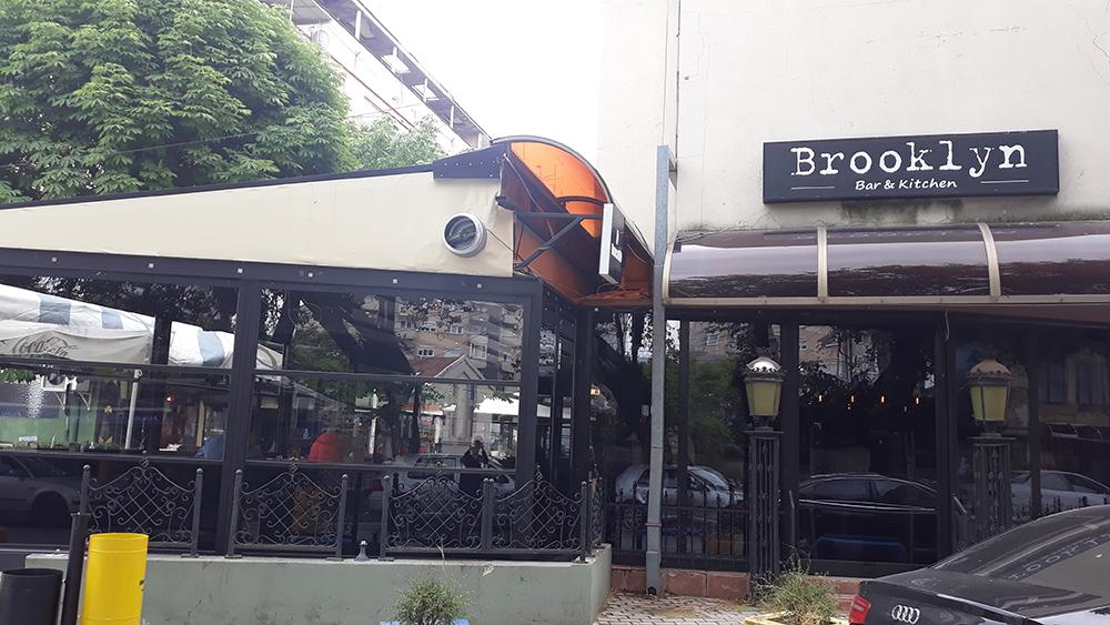 Се укинува забраната во ресторани и кафулиња да седат само по двајца на една маса