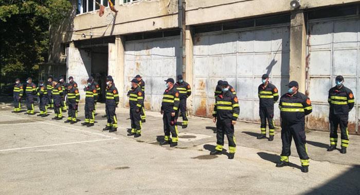 Kумановските пожарникари добија нови униформи за гаснење на пожар на отворено