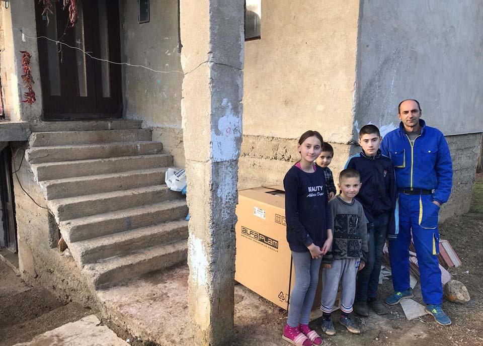Татко сам се грижи за пет деца во Ново Село, откако му починала сопругата