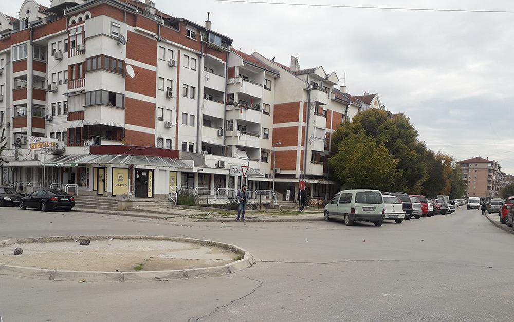 Таксистите бараат нови и обележани постојки, надлежните велат да ги користат постоечките и да не се паркираат каде што сакаат