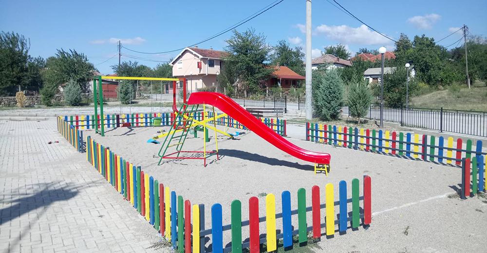 Младо Нагоричане доби пешачка патека и детско игралиште