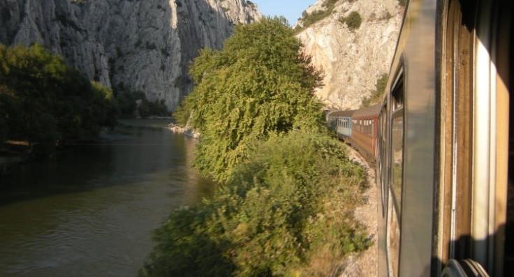 Во ерата на брзи железници, возот од Скопје до Белград патува десет часа