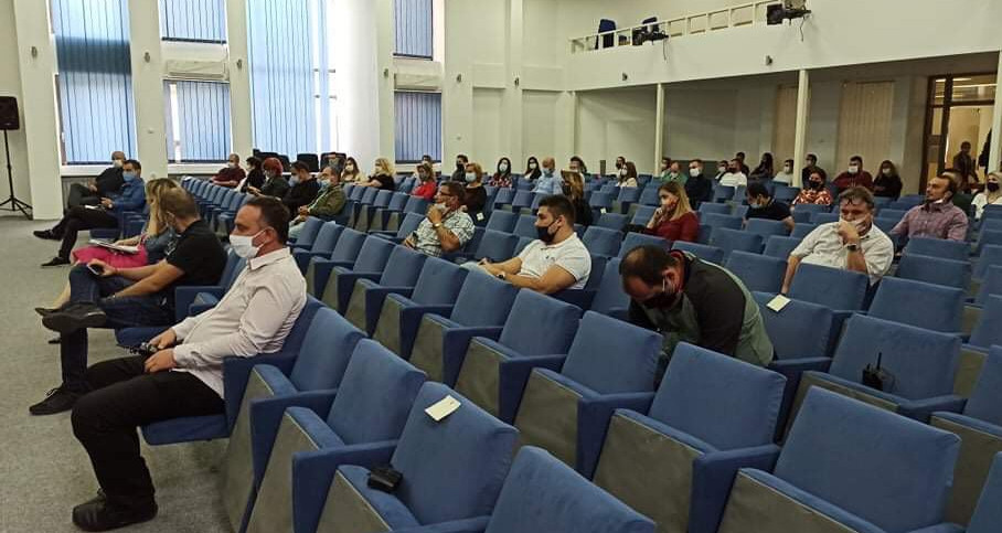 Граѓаните што присуствуваа на јавната расправа го подржаа задолжувањето на Општина Куманово