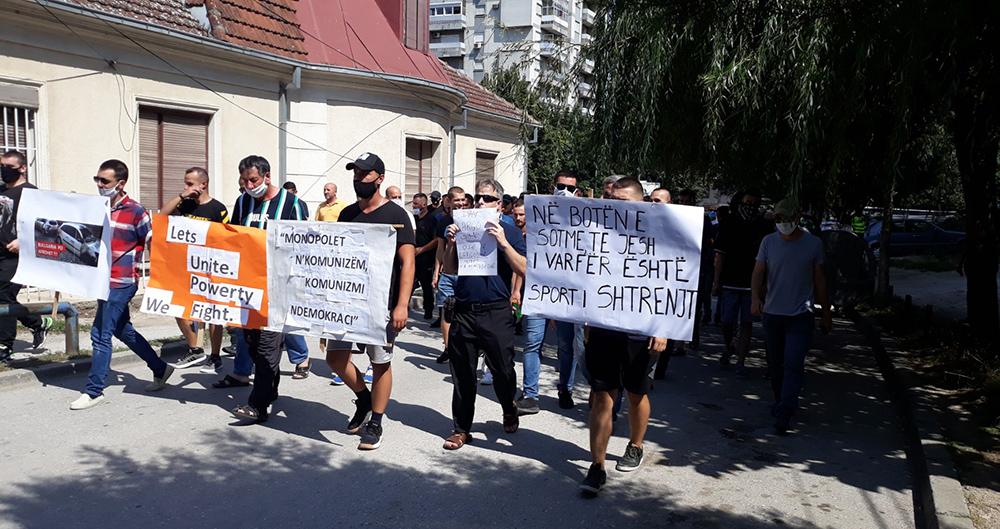 Да се намали цената на струјата, побараа граѓаните на протест пред ЕВН