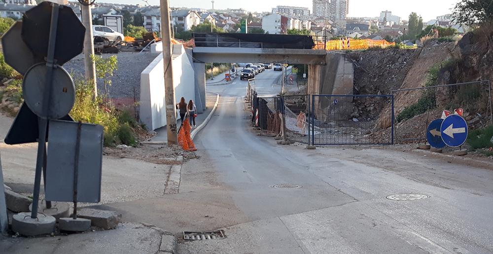 """На железничкиот мост кај """"Перо Чичо"""" не се работи, а посебниот сообраќаен режим се` уште трае"""