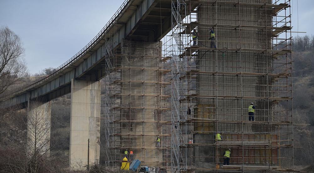 Продолжува санацијата на Искрин мост, на увид министерот Бочварски и директорот Рустеми