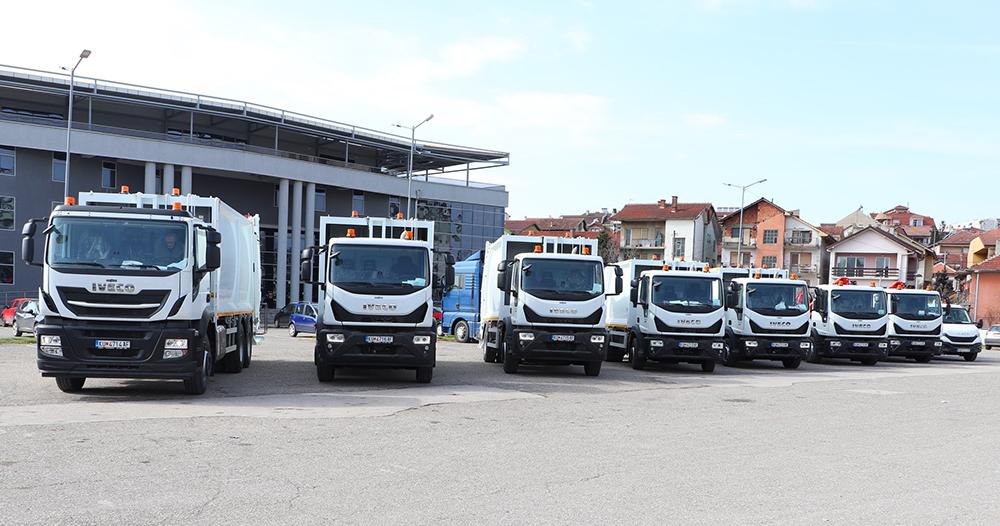 """""""Чистота"""" доби донација од 8 камиони за собирање на смет"""