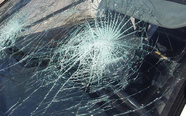 При судир на автобус и БМВ повредено 21 лице
