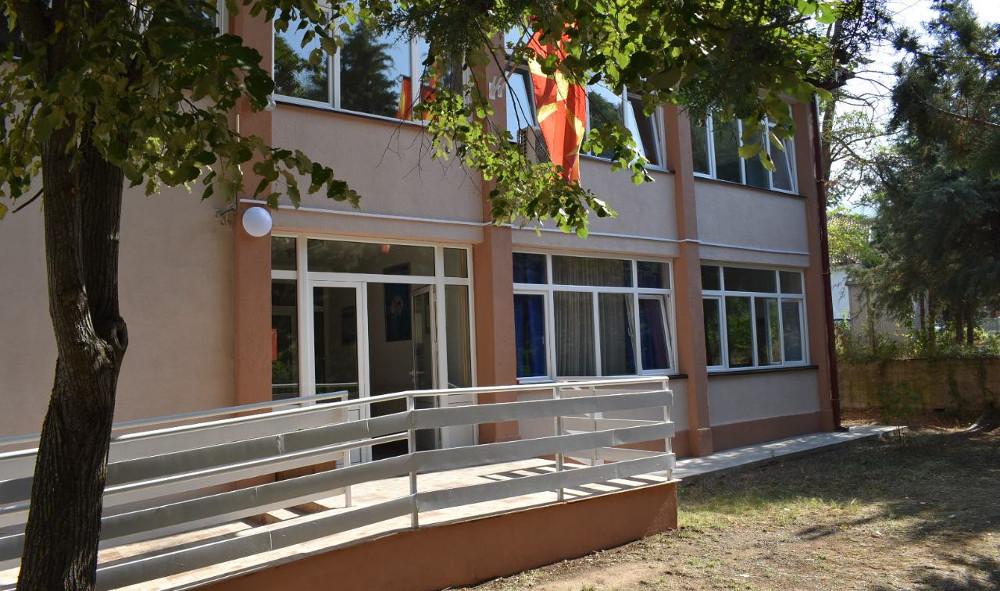 Тинејџер се заканувал и барал пари на семејство во Страцин
