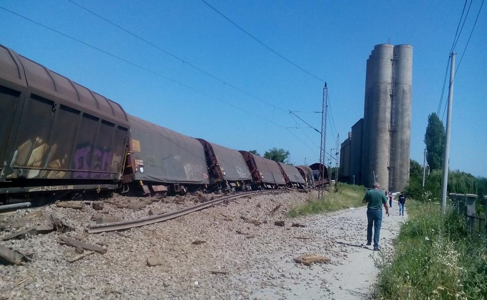 Исклизнатите вагони кај Черкези денеска ќе бидат отстранети од пругата