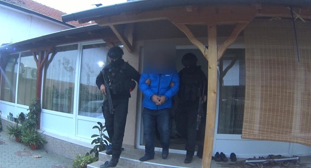 Сузбиена организирана криминална група што криумчарела мигранти, приведени 10 лица