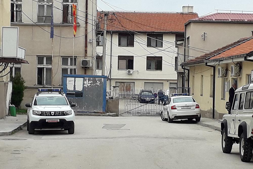 Кумановец се претставил како полицаец кога го фатиле дека краде во време на полициски час