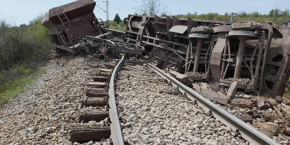 Оштетени 250 метри пруга од Коридорот 10, по превртување на товарниот воз во Романовце