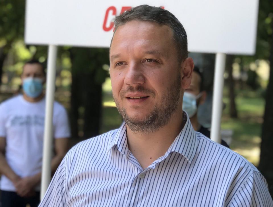 Костовски стана пратеник, се повлече од директорското место од Службен весник