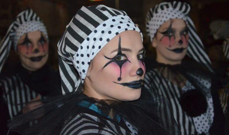 """Маската """"Црно и бело"""" на кумановските средношколци наградена на Струмичкиот фестивал"""