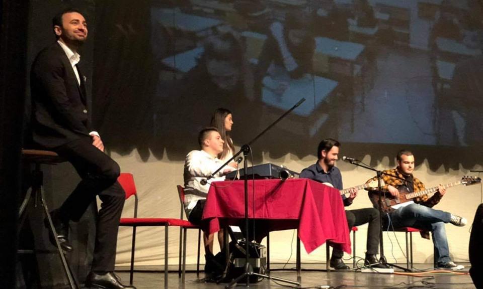 """Хуманитарен концерт на """"Гимназиски бенд"""" во Занаетчискиот дом"""