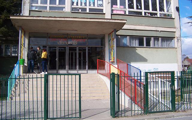 """Ќе се реконструираат пет училници во """"Христијан Карпош"""""""