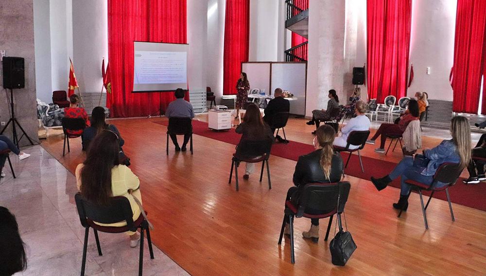 Куманово ангажира 17 образовни асистенти за помош на учениците со попреченост