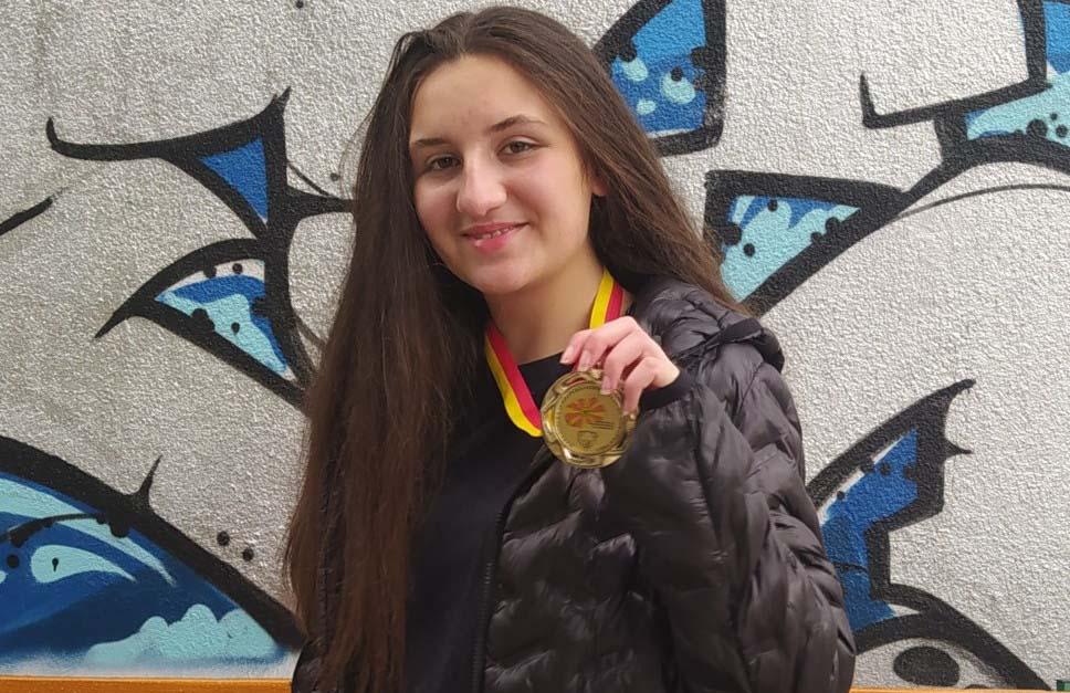 Сара Стефановска со нов бронзен медал на Европската олимпијада по информатика во Цирих