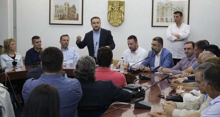 Кирацовски се сретна со сопартијците во Куманово