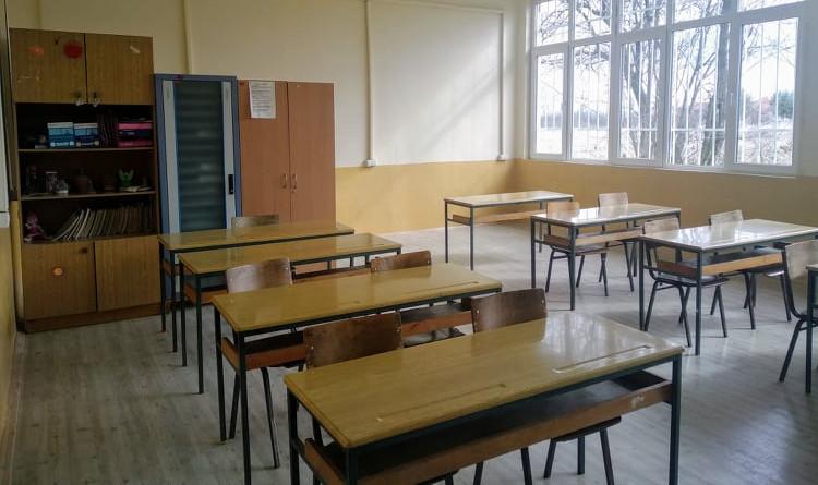 Членови на СДСМ помогнаа да се реновира училница во Љубодраг