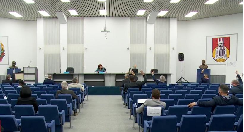 Откако го утврдија дневниот ред советниците денеска ќе ја продолжат седницата