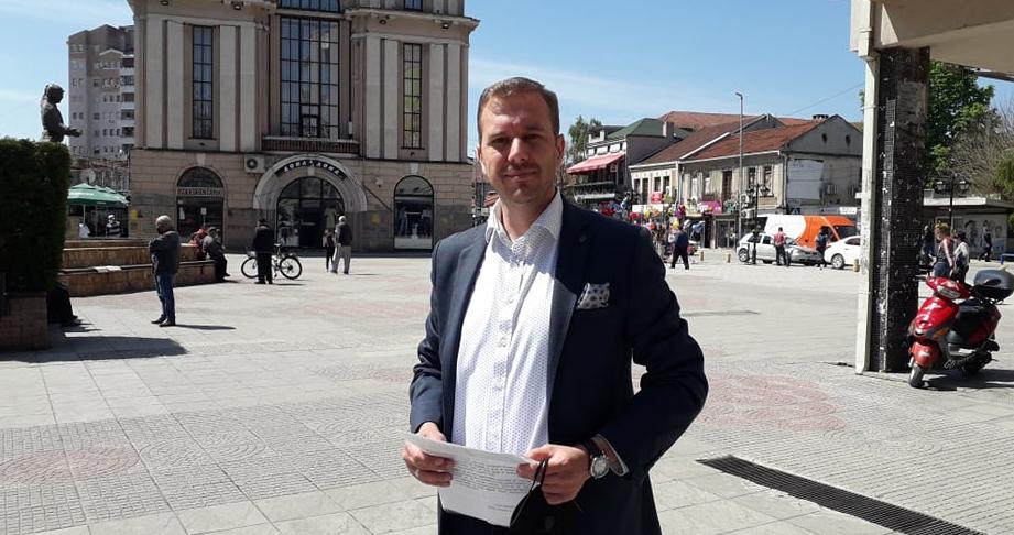 Сообраќајниот метеж и недоволниот паркинг простор стануваат се поголем проблем во градот, рече Ивановски