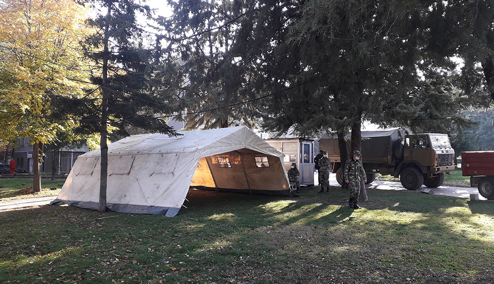 Армијата поставува шатори за дневна ковид болница во Куманово