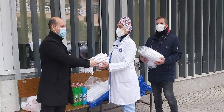 Вработените во Центарот за култура донираа постелнина и средства за хигиена во Општата болница Куманово
